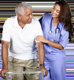 Trabajador de vida senior que ayuda al paciente con andador